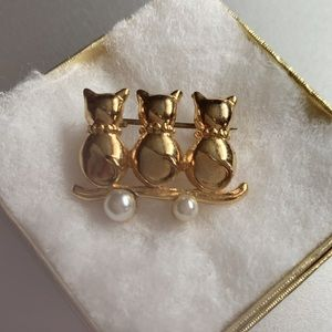 3/$25 Kittens Brooch with Two Faux Pearls